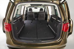Недорогие машины на автомате с большим багажником или 7 мест